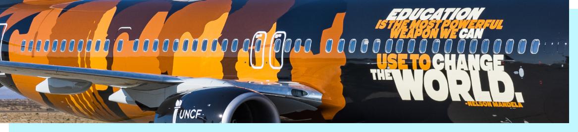 El avión de Alaska Airlines con la imagen distintiva de la UNCF.